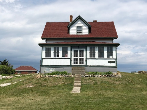 The Head Lighthouse Keepers Cottage, the lighthouse stands directly behind it